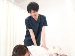 産後骨盤矯正の様子