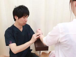 手首の検査の様子